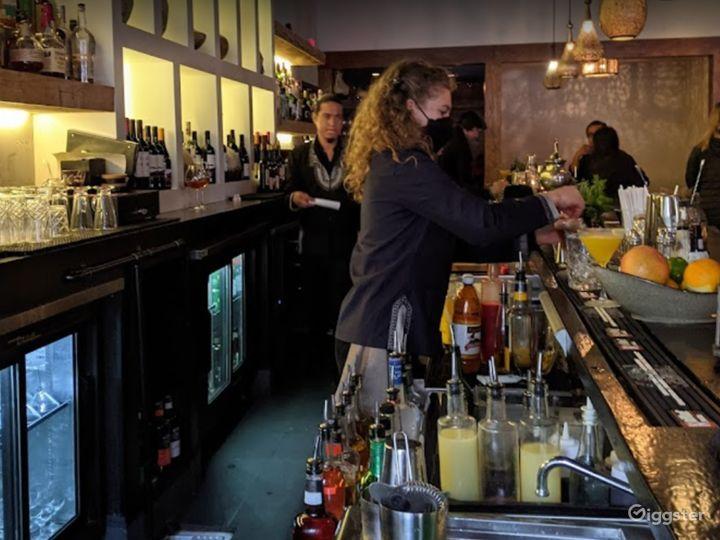 Bright and Vibrant Bar in San Francisco Photo 5