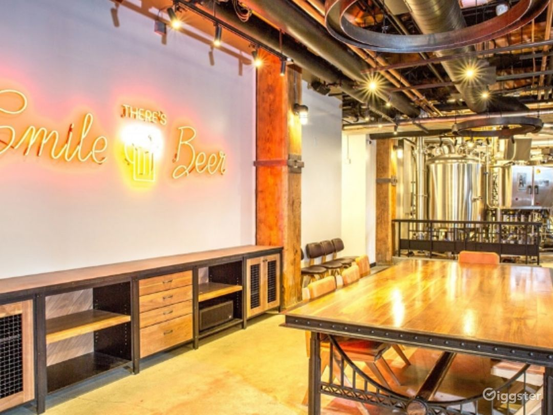 Classy Structured Tasting Room in San Francisco Photo 1
