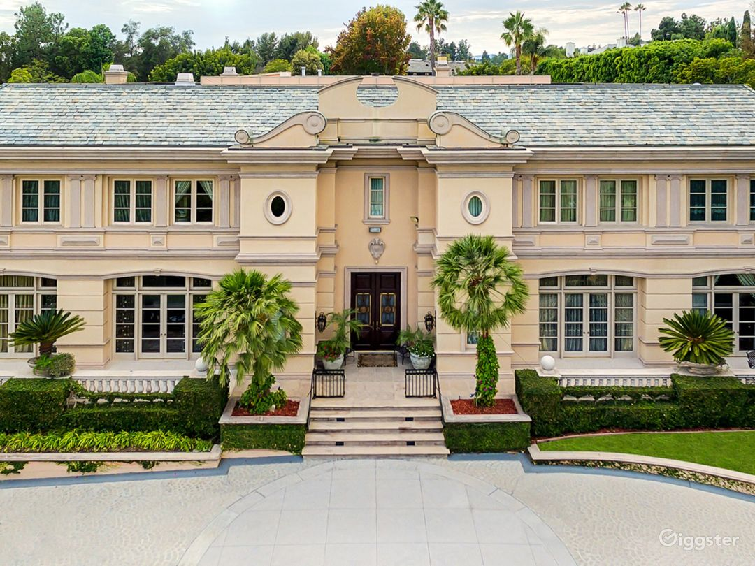 Majestic French Villa in Beverly Hills Photo 1
