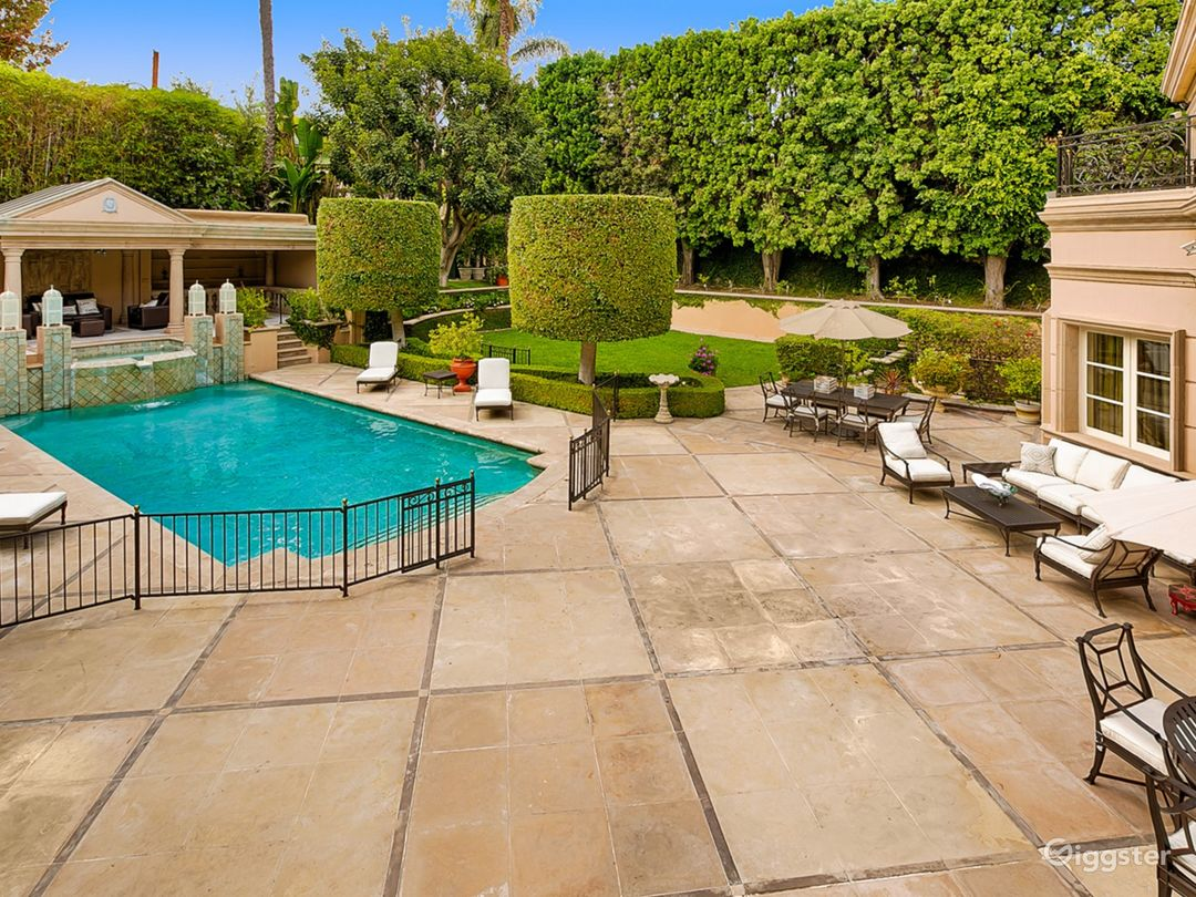 Majestic French Villa in Beverly Hills Photo 5