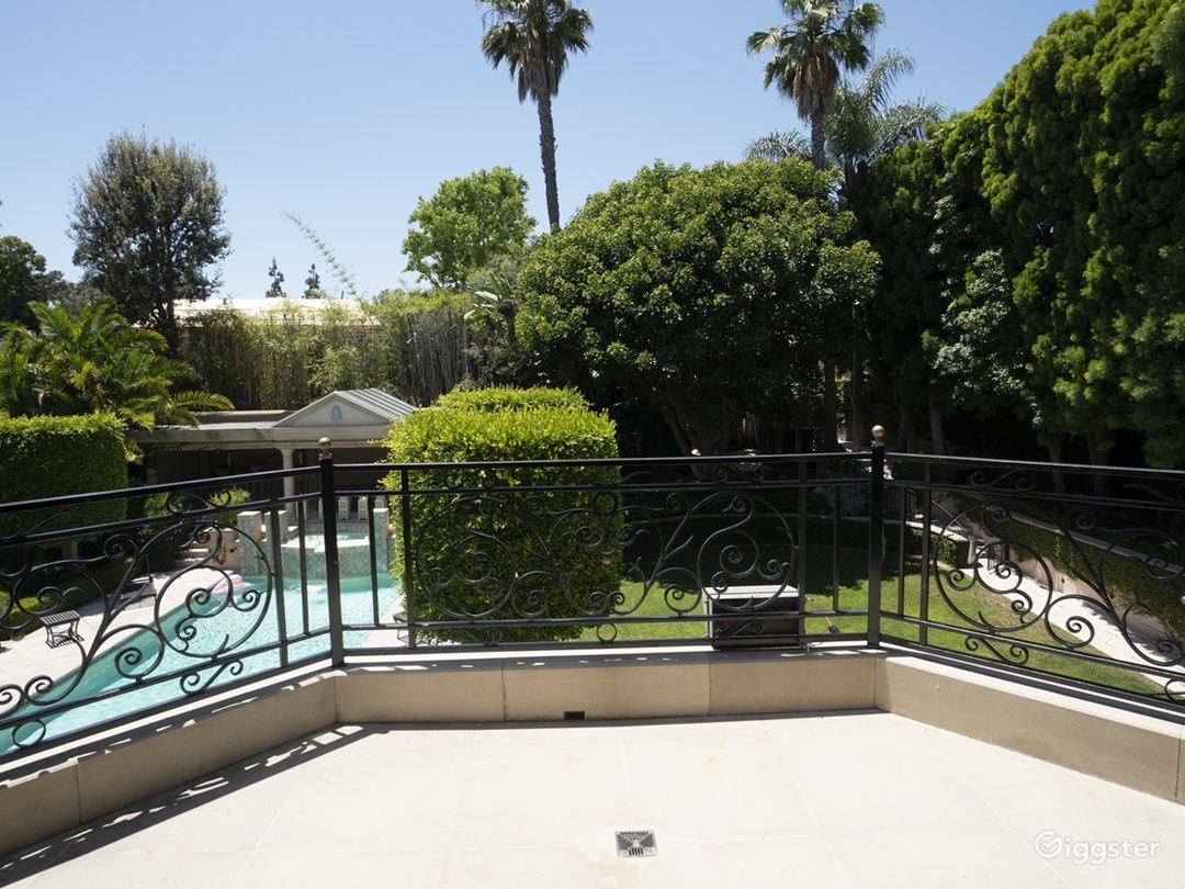 Majestic French Villa in Beverly Hills Photo 4