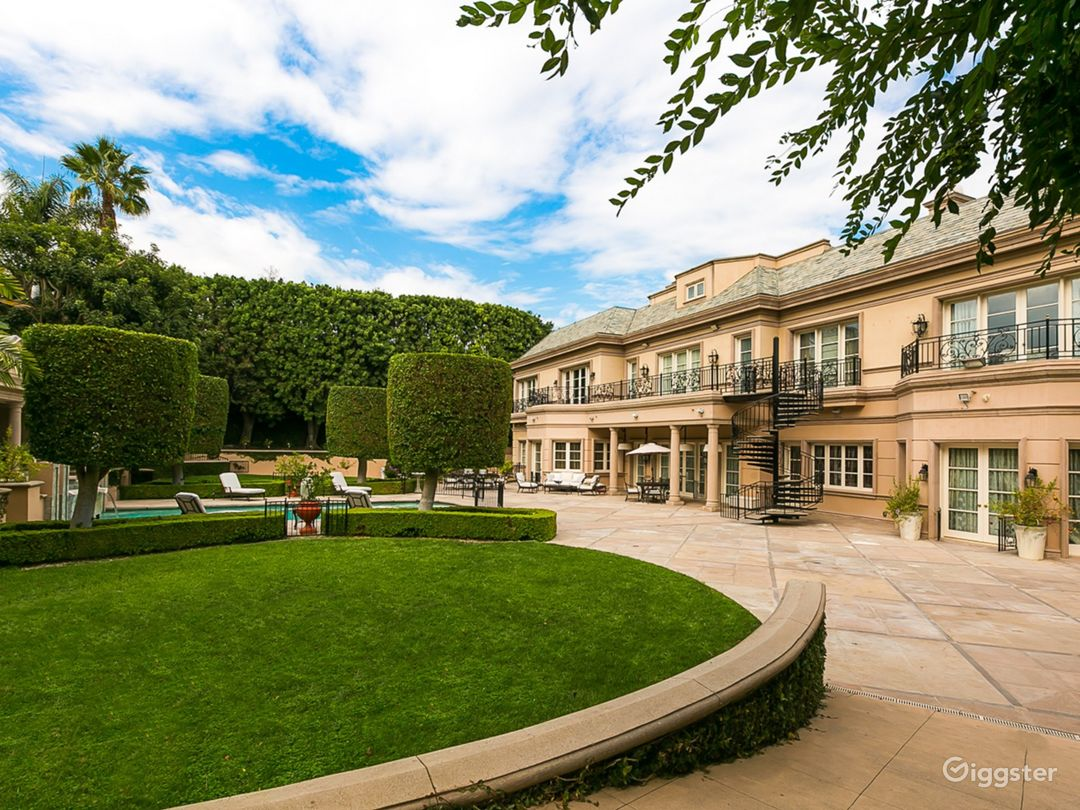 Majestic French Villa in Beverly Hills Photo 3