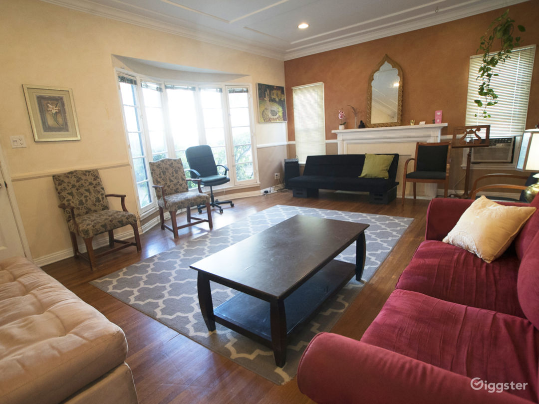 Living Room Retro Side