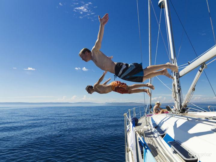 Sailboat trip on island Photo 5