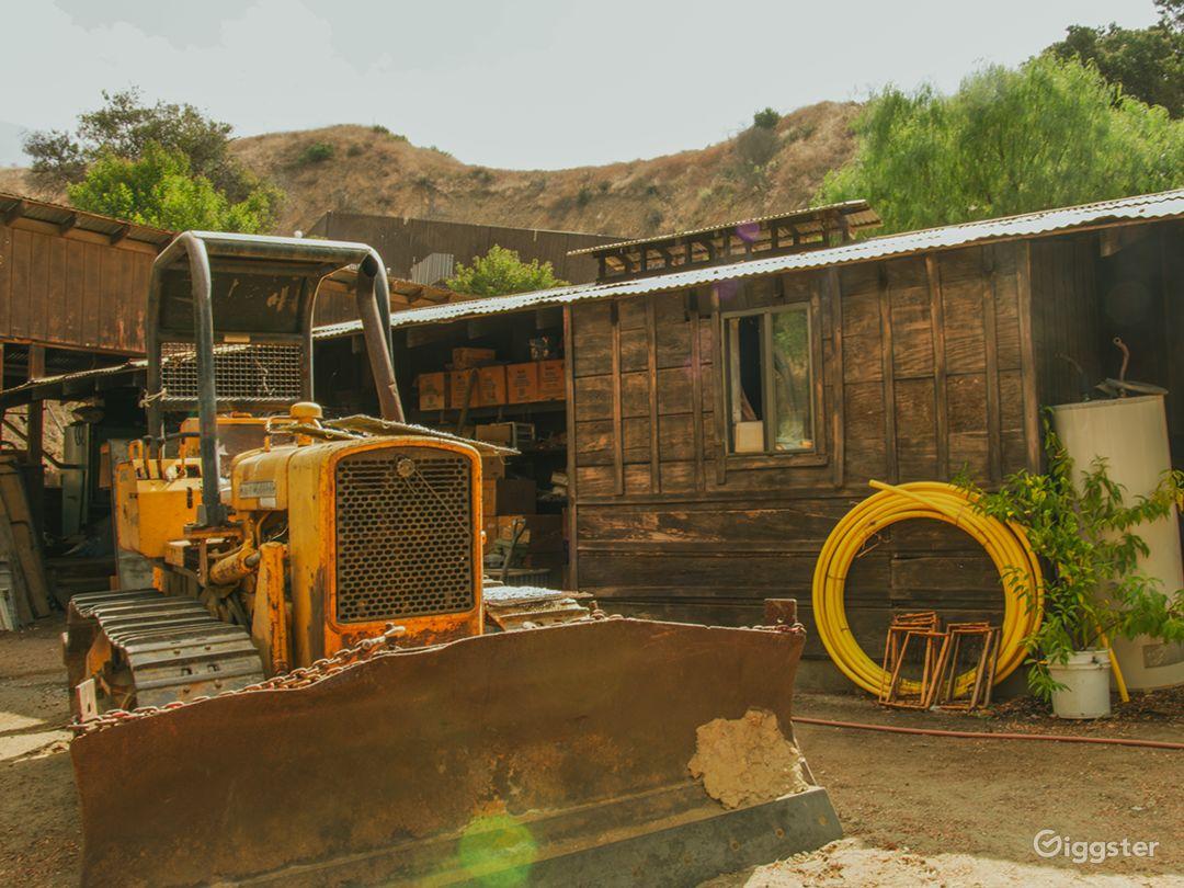 Run-Down Rustic Barn/Factory Warehouse + Workshop Photo 1