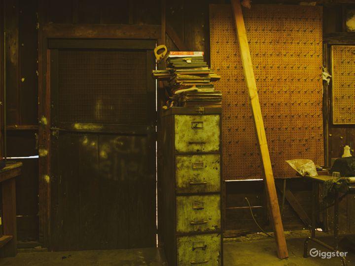 Run-Down Rustic Barn/Factory Warehouse + Workshop Photo 4