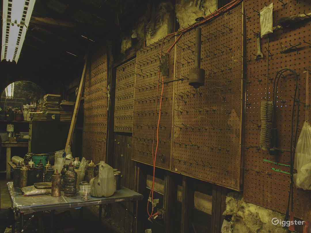 Run-Down Rustic Barn/Factory Warehouse + Workshop Photo 2