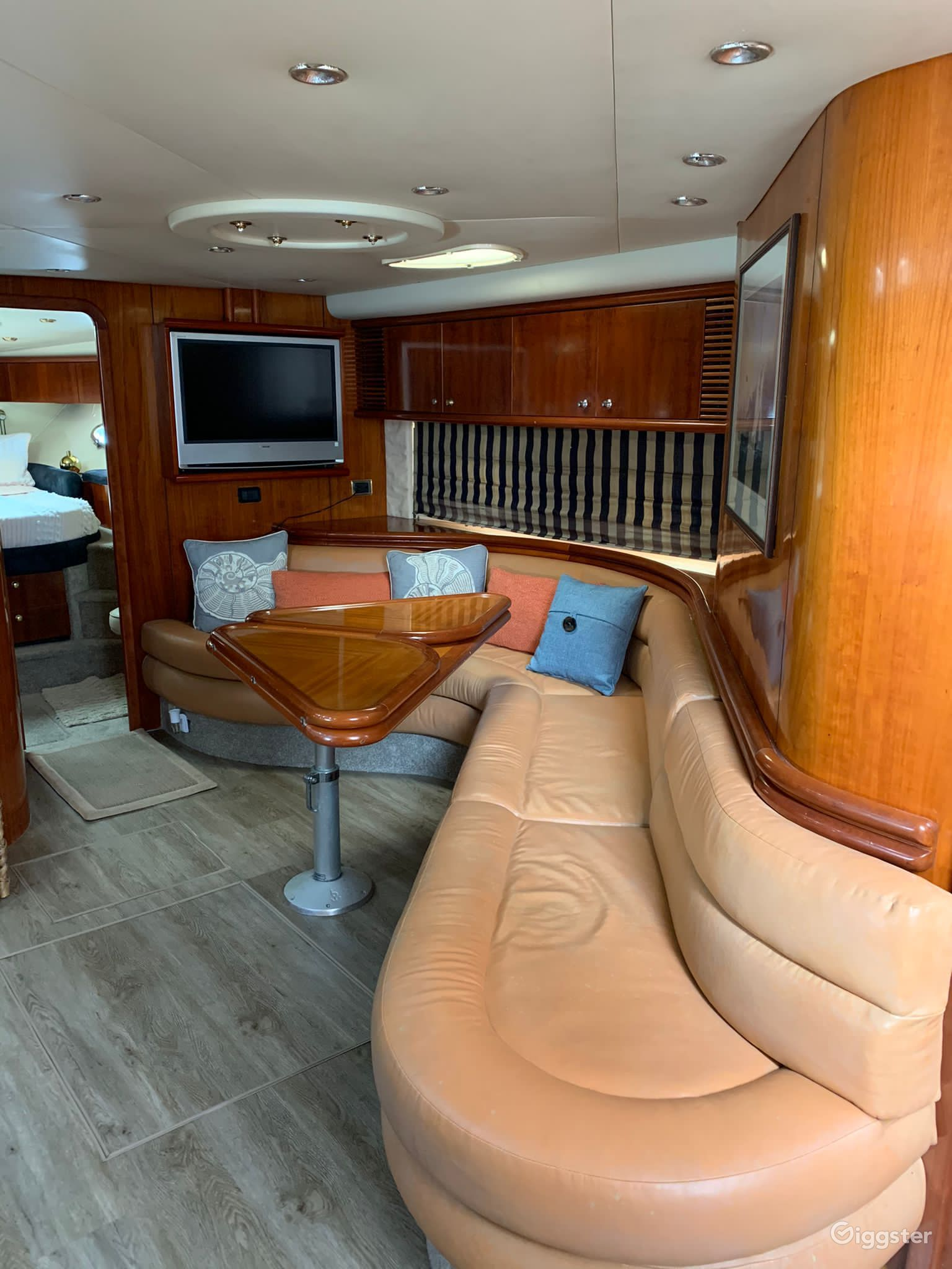 Lavish 60FT SEA RAY SUNSEEKEER Party Yacht Space Events Photo 1