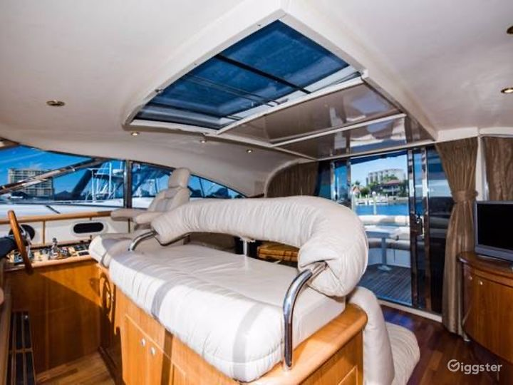 Intimate 60FT NEPTUNE Party Yacht Space Events  Photo 3
