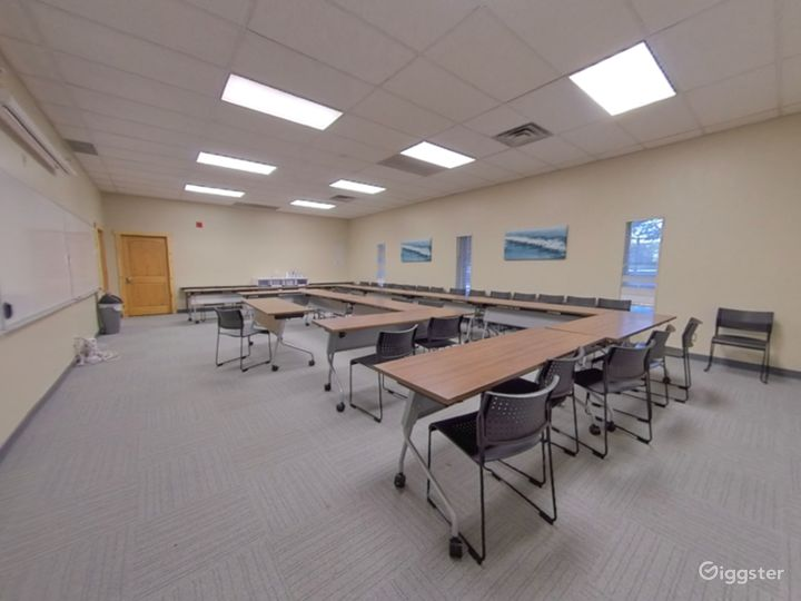 The Large Conference Room  Photo 4