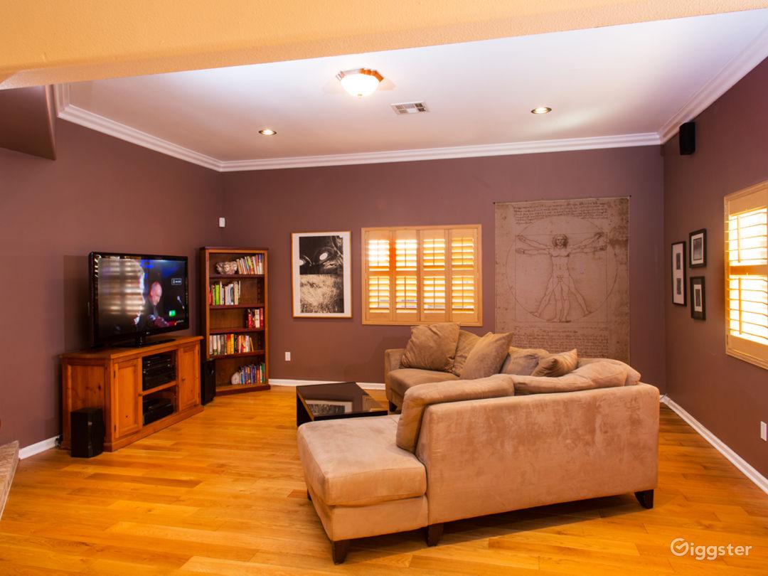 Roomy Contemporary South LA House Photo 5