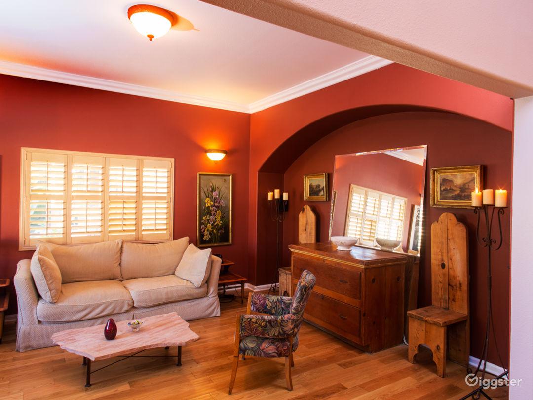 Roomy Contemporary South LA House Photo 3