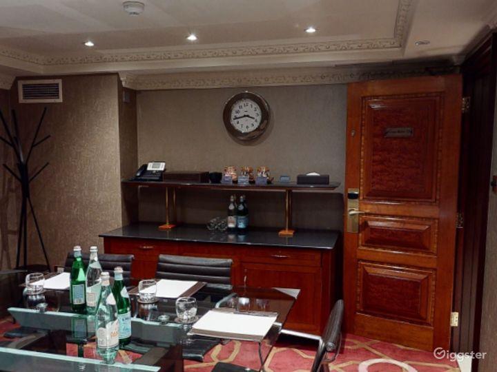 Classy Private Room 16 in London, Heathrow Photo 3