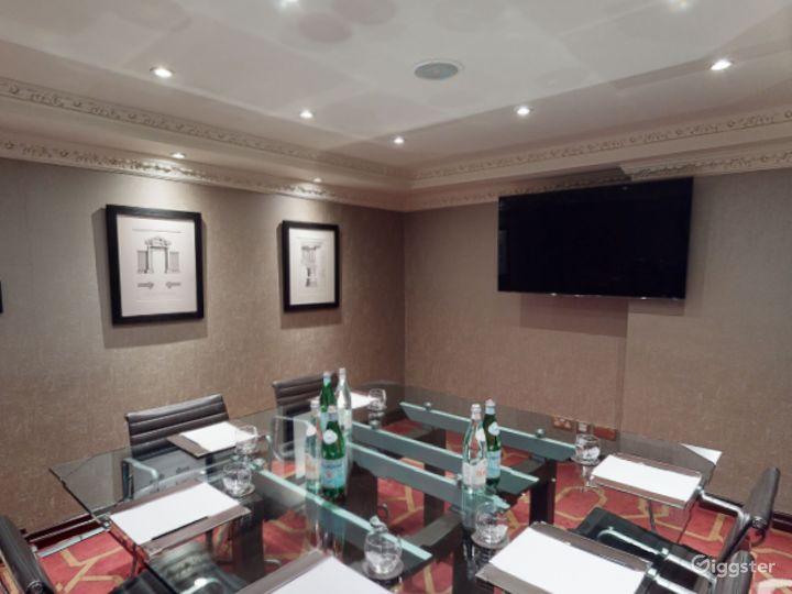 Classy Private Room 16 in London, Heathrow Photo 2