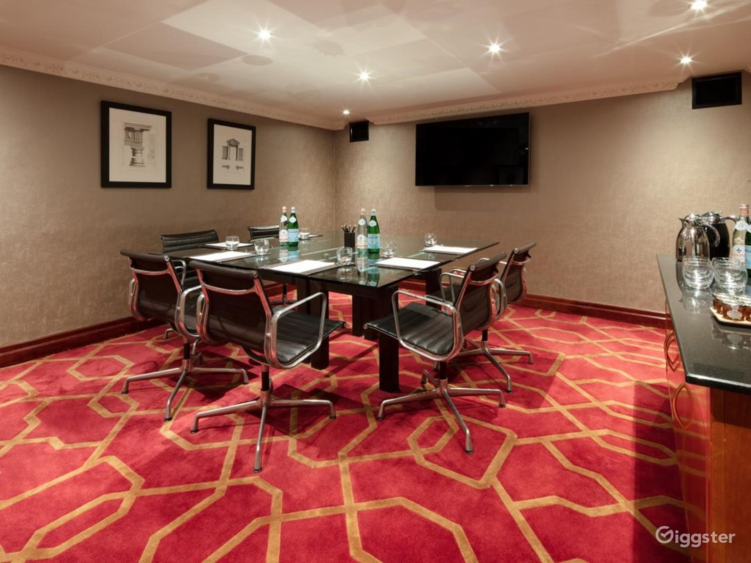 Classy Private Room 16 in London, Heathrow Photo 1