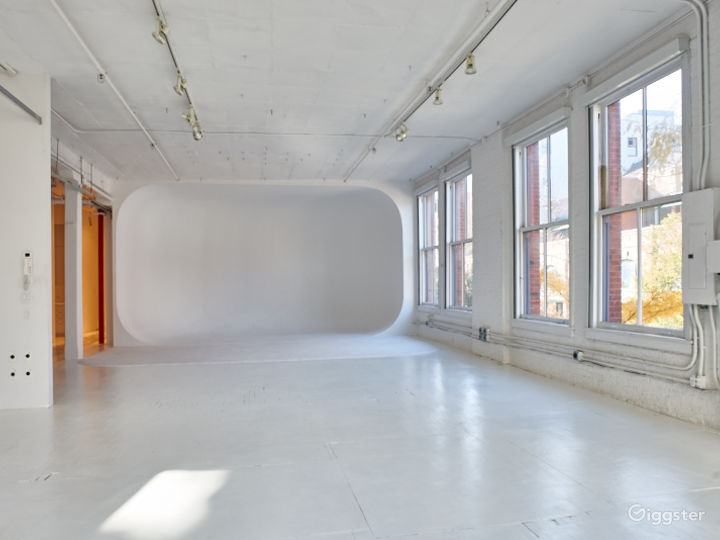 Large NYC loft: Location 5085 Photo 2