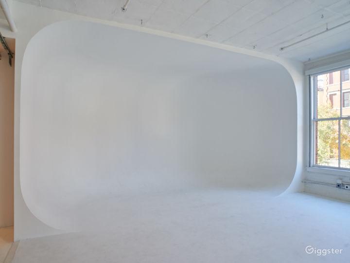 Large NYC loft: Location 5085 Photo 4