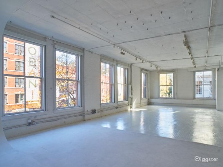 Large NYC loft: Location 5085 Photo 5