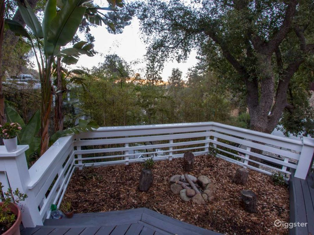 Romantic Treehouse in the Hills Photo 5