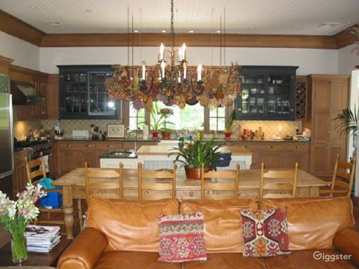 Traditional rural home with patio: Location 3153 Photo 4