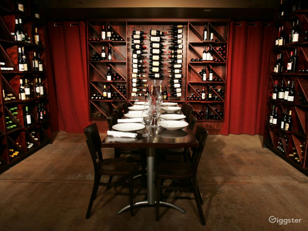 Perfect for an Intimate Dinner or Business Meeting Photo 1