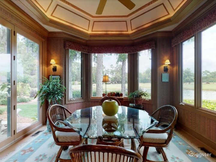 Gorgeous Waterfront Home in Savannah Area Photo 4