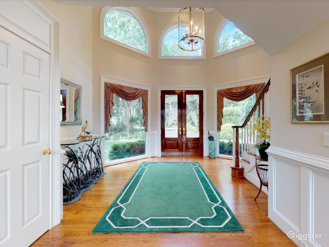 Gorgeous Waterfront Home in Savannah Area Photo 1