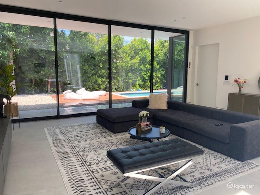 Large Modern Contemporary Studio City home  Photo 1