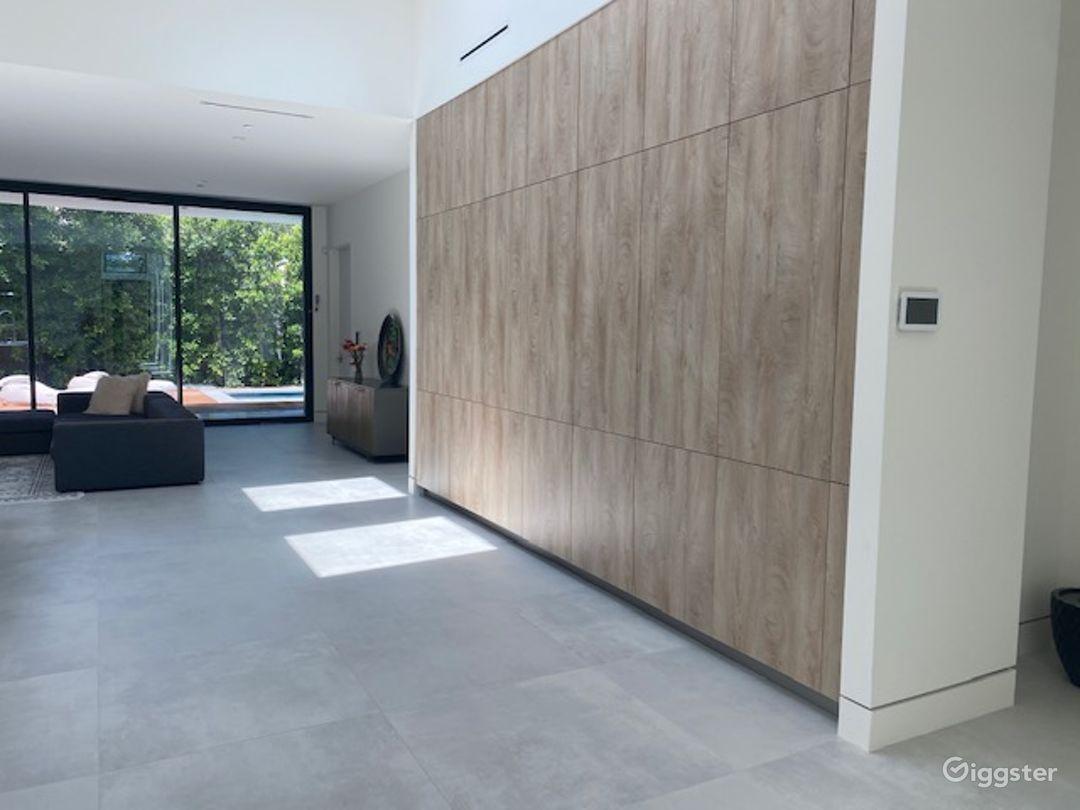 Large Modern Contemporary Studio City home  Photo 4