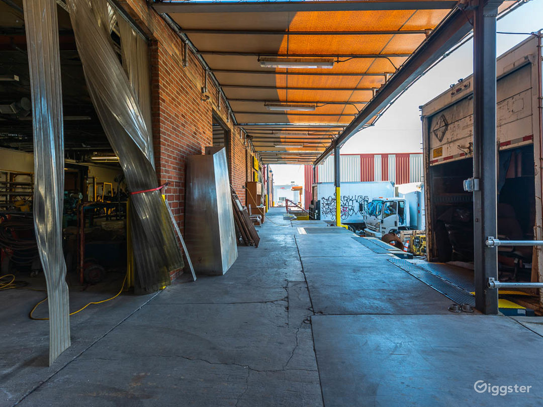 Huge Valley Factory  Photo 3