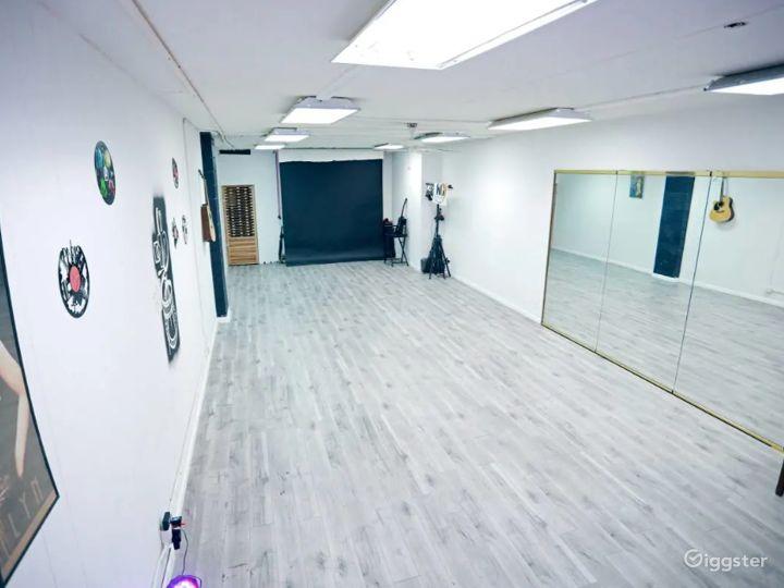 Creative, Cozy Studio in Glendale Photo 2