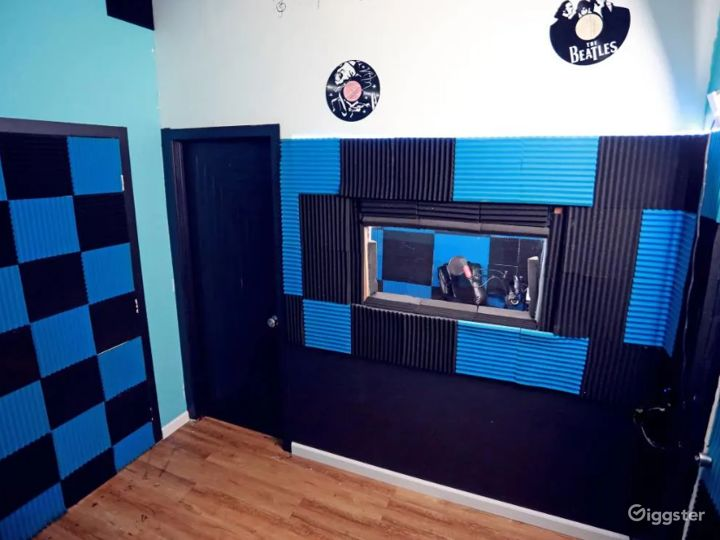 Creative, Cozy Studio in Glendale Photo 5