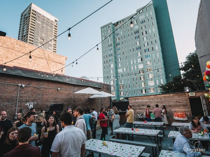 Roof deck Venue above the Urban hustle of Belltown Photo 3