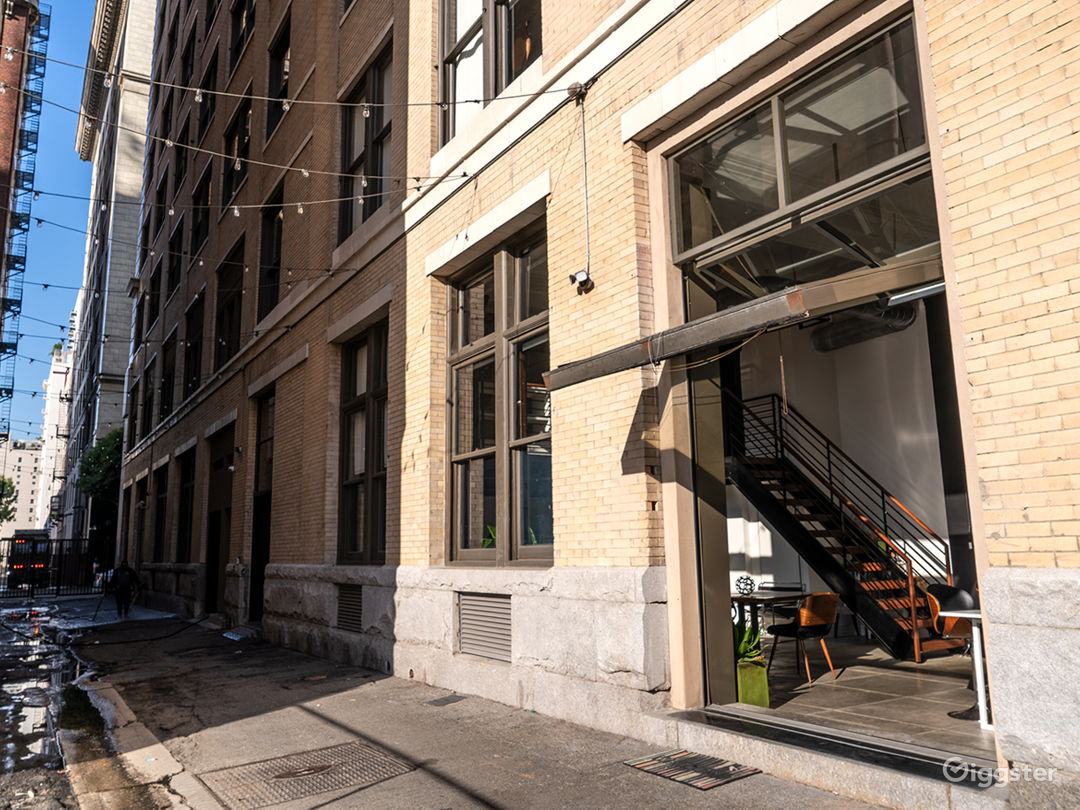Securely gated and guarded alleyway with direct load-in to the loft! Alleyway staging available for additional fee.