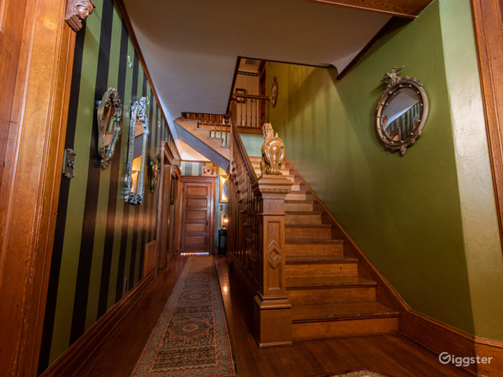 Mysterious Victorian / Craftsman with Basement Photo 3