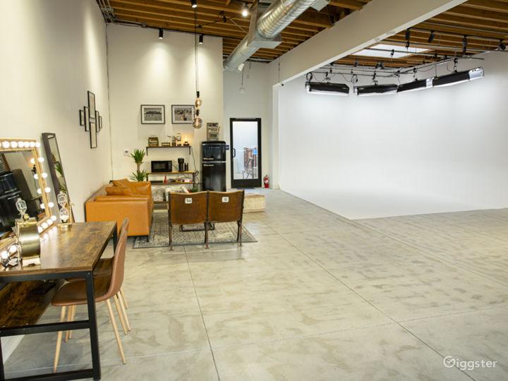 Modern Photo Studio with Natural Light Photo 3