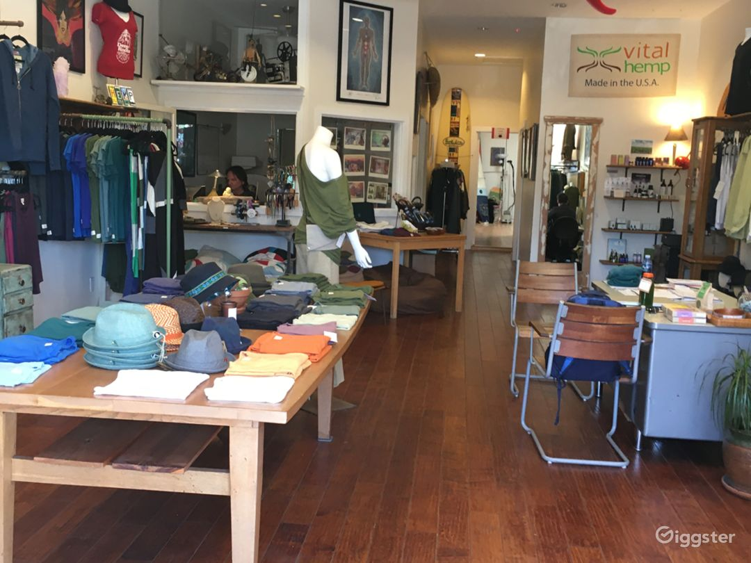 Large clothing/Apparel store in Santa Monica Photo 5