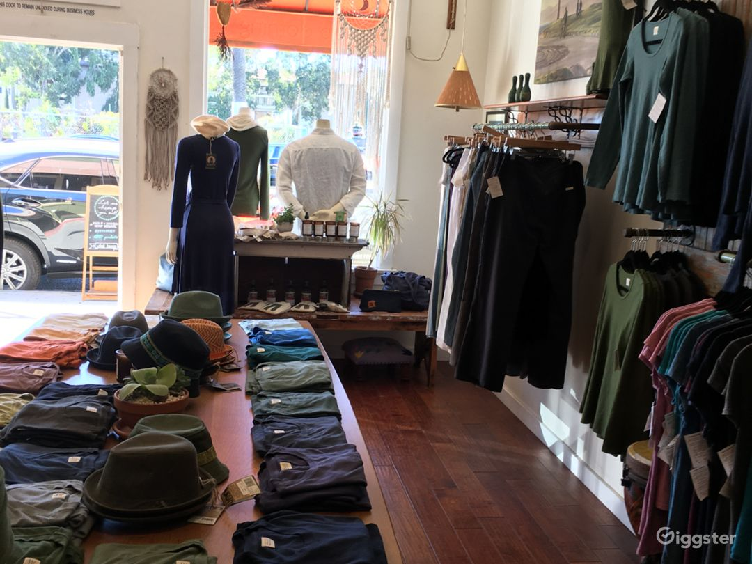 Large clothing/Apparel store in Santa Monica Photo 3