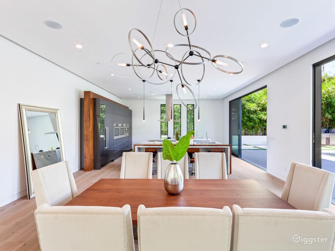 Beautiful Contemporary Home Photo 5