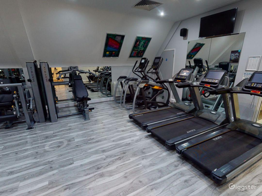 Modern Hotel Gym in Oxford Photo 1