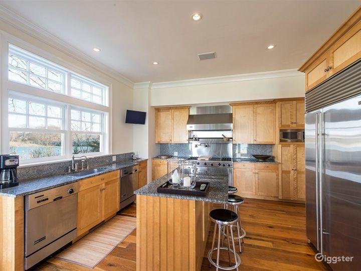Large Hamptons estate home: Location 5114 Photo 5