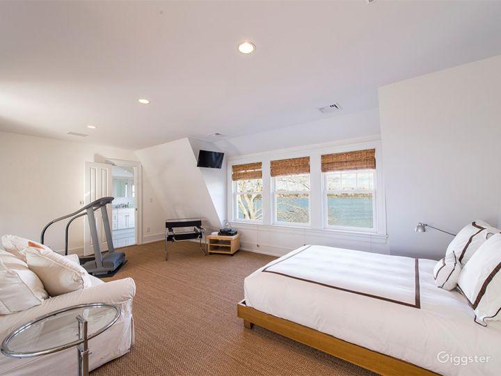 Large Hamptons estate home: Location 5114 Photo 3