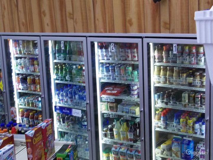 Convenience Store w/ Parking & Airstream (Burbank) Photo 5