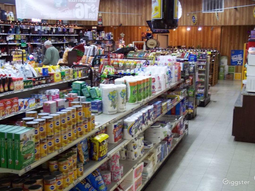 Convenience Store w/ Parking & Airstream (Burbank) Photo 3