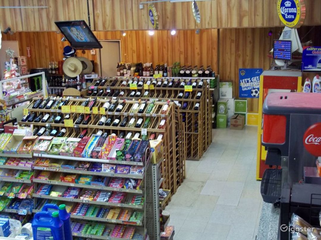 Convenience Store w/ Parking & Airstream (Burbank) Photo 2
