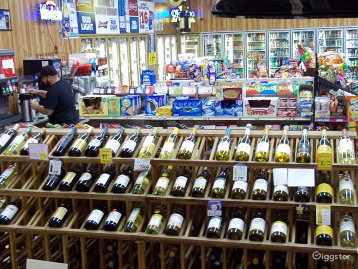 Convenience Store w/ Parking & Airstream (Burbank) Photo 4