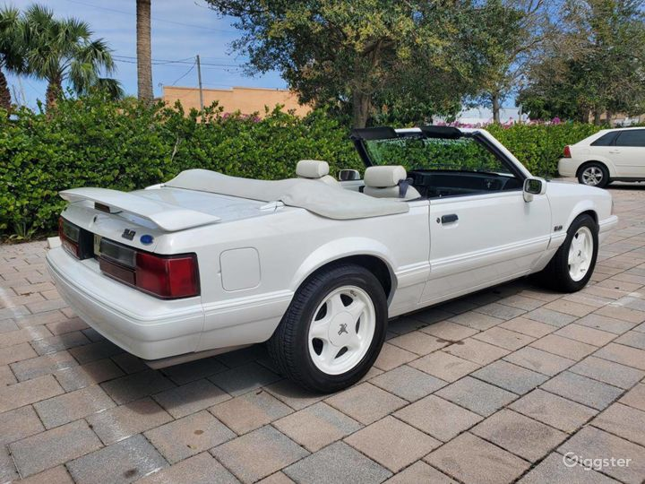 A Stunning White 1993 Ford Mustang LX 5.0 Photo 4
