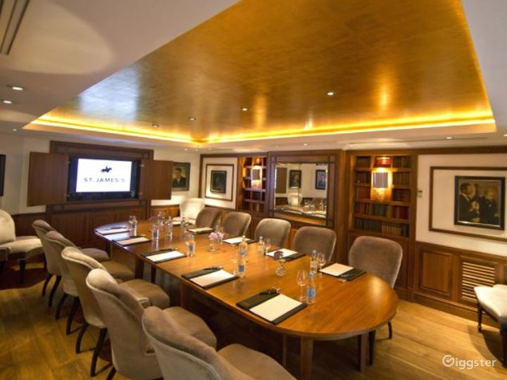 Prestigious Library Meeting Room with Antique Books in London Photo 5