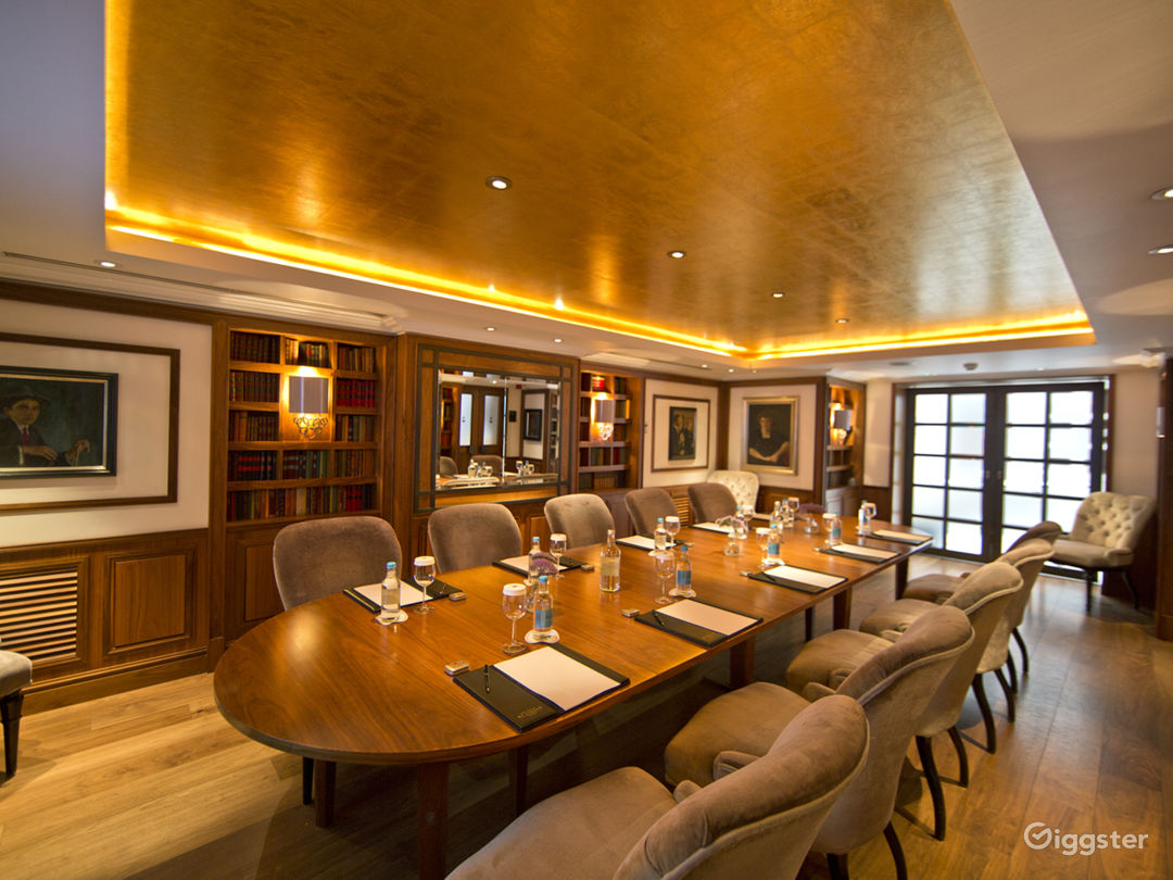 Prestigious Library Meeting Room with Antique Books in London Photo 1