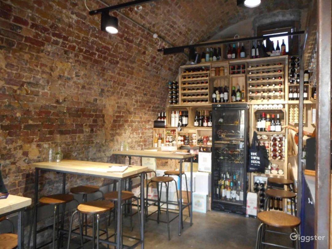 Stylish Restaurant in London Photo 1